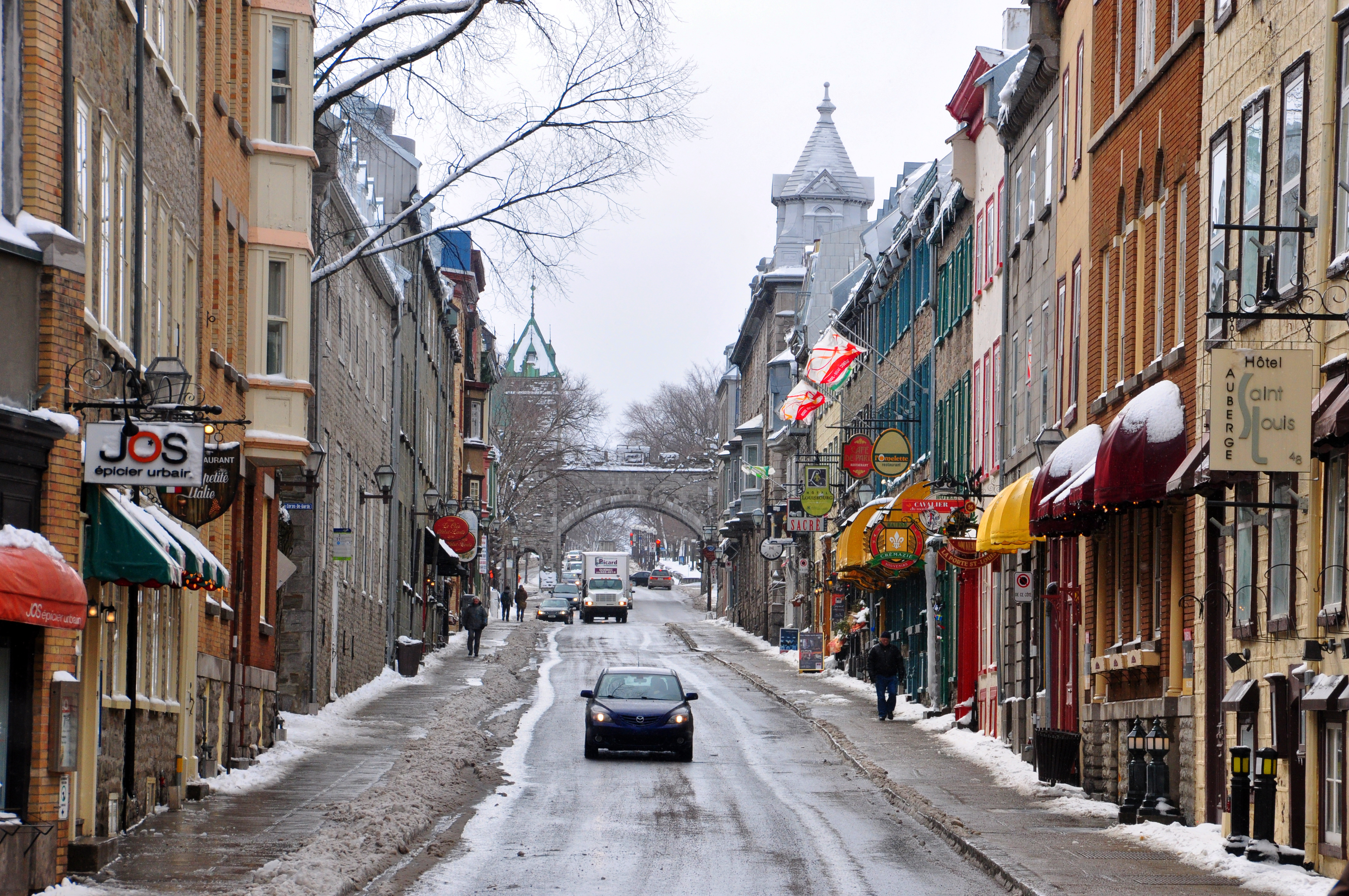 Quebec_City_Rue_St-Louis_2010b