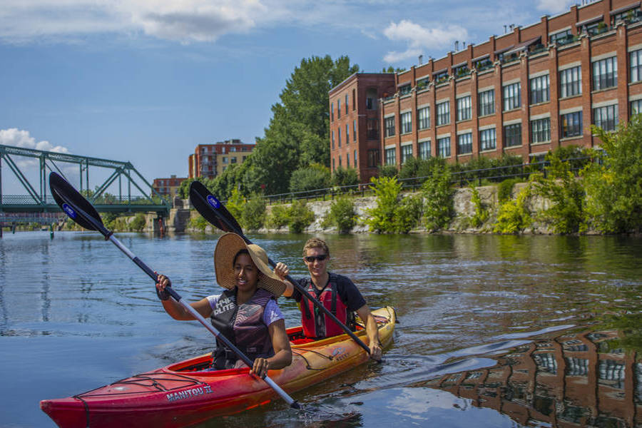 couple kayaking along lachine canal romantic montreal thing to do