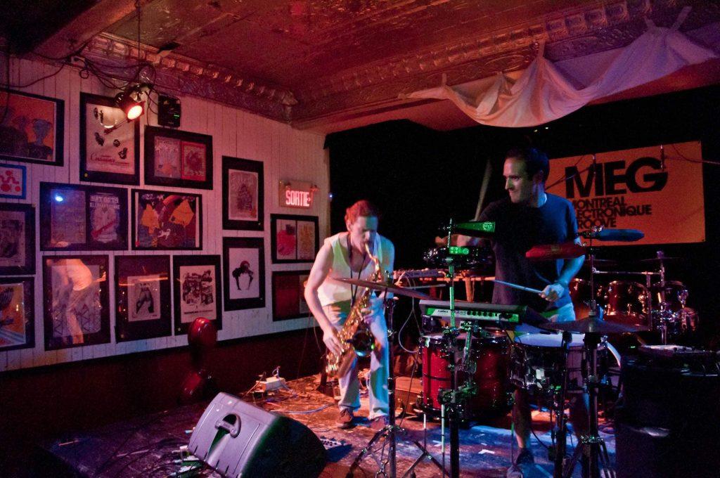 band performing at venue casa del popolo