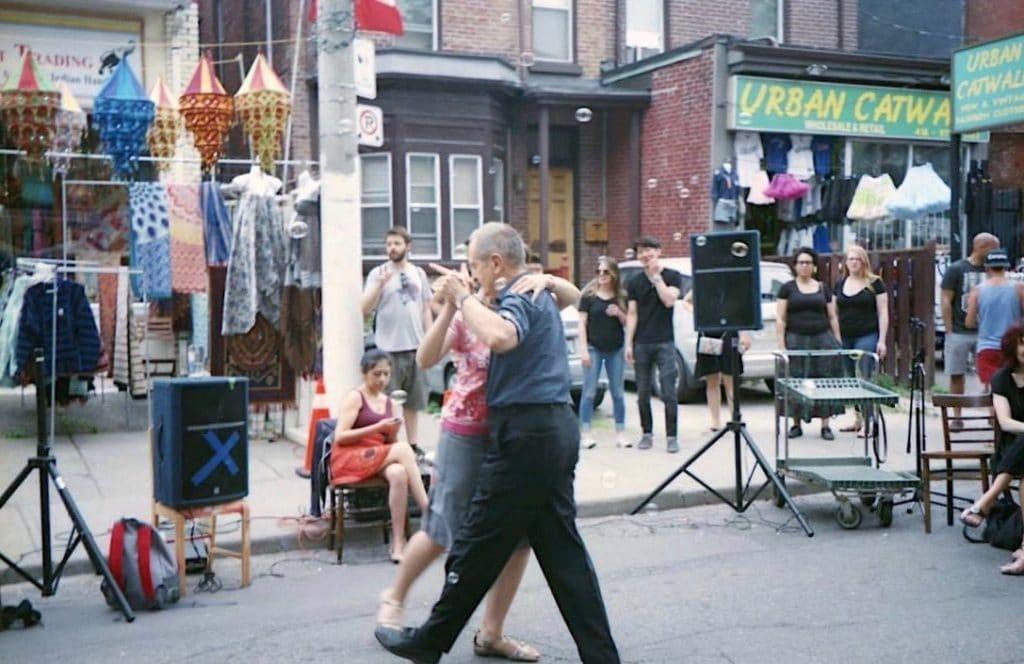 dancers in kensington market toronto by ana bilokin
