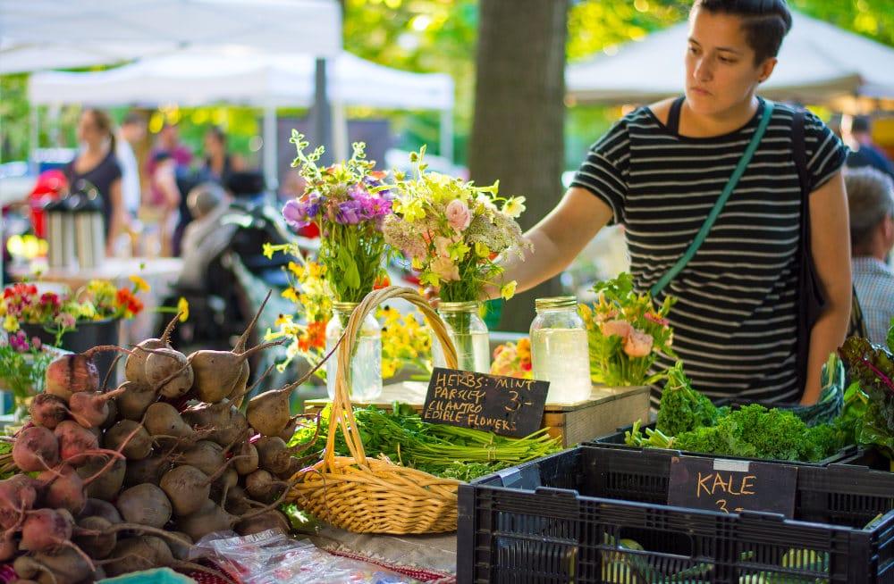 trinity bellwoods farmers market toronto