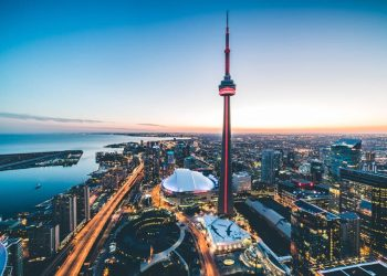 cn tower and tourist attractions things to do in toronto