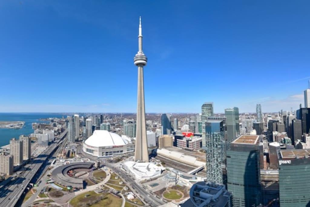 cn tower toronto tourist attractions