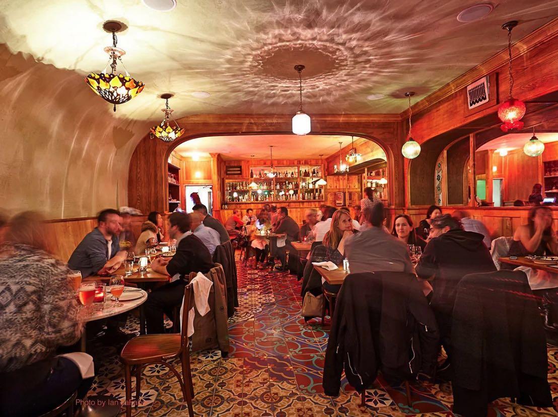 12+ Romantic Toronto Date Ideas & Romantic Things to Do